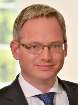 Dr. Timo Her­mes­mei­er